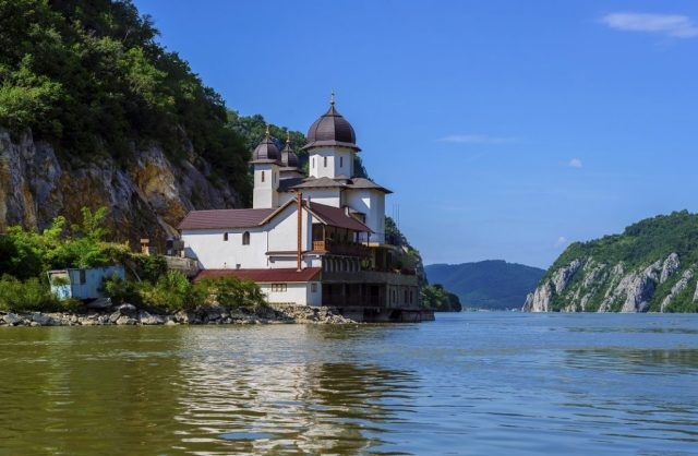 manastirea-mraconia-cazanele-dunarii_44074917