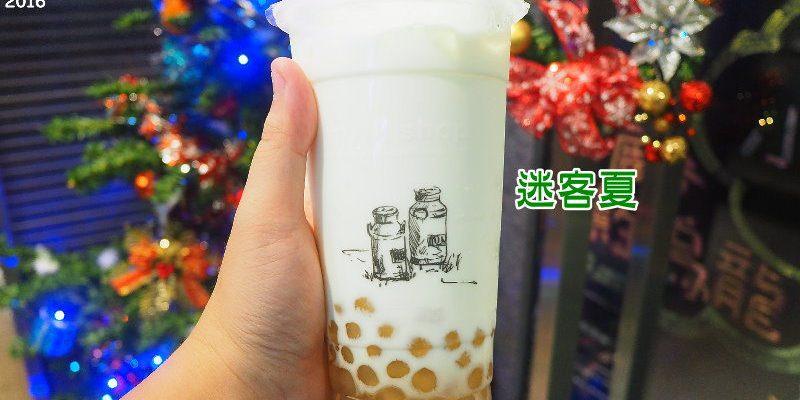 <台中飲料> 迷客夏綠光牧場鮮奶飲品,海線地區也能喝到香醇鮮奶飲料,沙鹿店佈置得很有聖誕節氣氛耶!(沙鹿飲料/綠光牧場鮮乳/海線手搖茶飲)