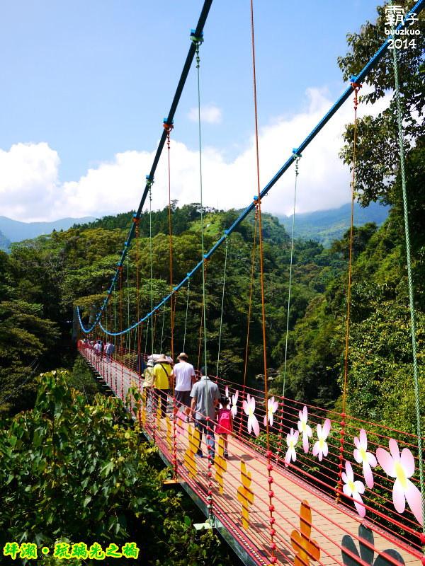 <南投˙遊> 「琉璃光之橋」南投坪瀨玻璃吊橋,適合一個上午來去爬山的健行園區 ~