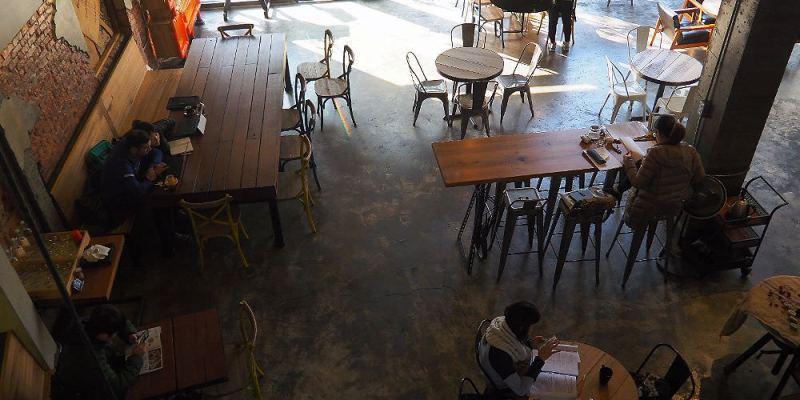<台中咖啡> 手樂 S.L CAF'E工業風咖啡館,中科商圈插座咖啡館,聚會聊天或是想喝杯好咖啡都適合!(中科商圈美食/西屯咖啡館/中科商圈咖啡)