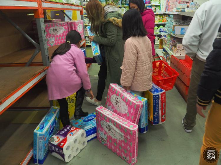 <生活訊息> 紙漿成本飆漲三成,3月份衛生紙調漲,量販店、超市出現搶購現象!