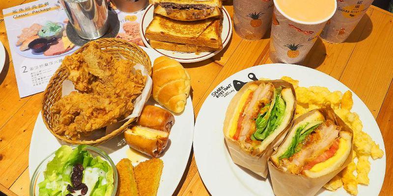 <台中輕食> 鯊魚咬土司,新菜色神厚切川味炸雞土司真的好厚好厚,視覺與味蕾的雙重饗宴!(中國醫美食/台中早午餐/試吃)