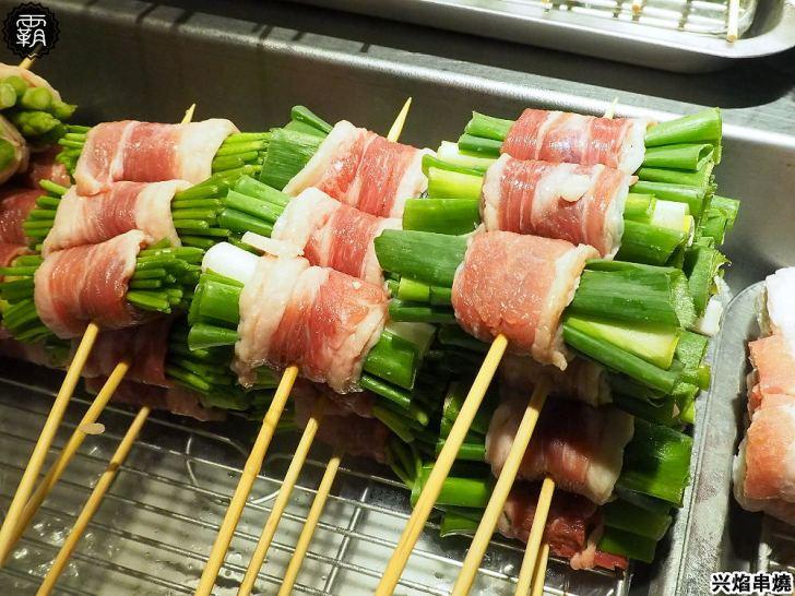 20200424173831 92 - 熱血採訪   台中營業到凌晨一點半的宵夜,帥氣小鮮肉烤給你吃,母親節還有送蛤蠣活動的兴焰炭火串燒!