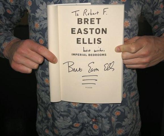 La idea de tener tu libro favorito firmado por su autor es algo con lo que fantaseas.