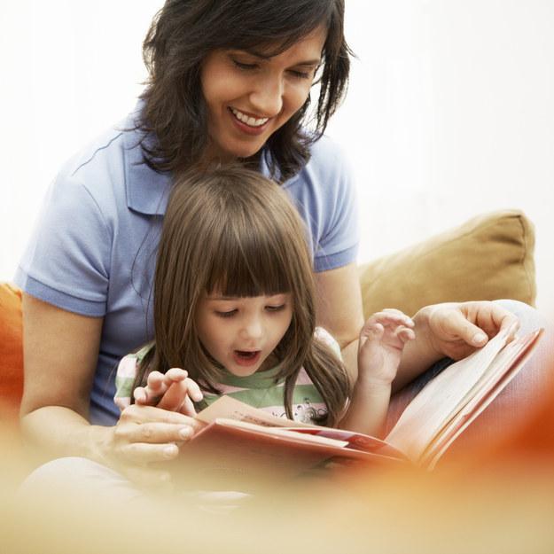 Crees en la importancia de enseñarle a los niños el placer de pasar una página física y no deslizando una imagen.
