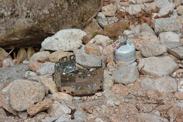 Um tudo-em-um fogão geoshield que permite posições de combustível tanto eretas e invertidas.