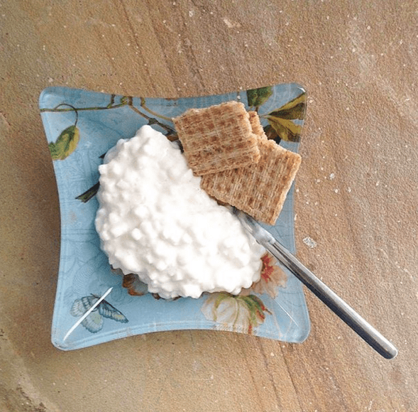 Serving size: ½–¾ cup cottage cheese¼ cup fruit or veggies (optional)
