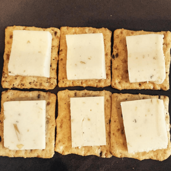 Serving size: 1 oz cheese 4–6 wholegrain crackers
