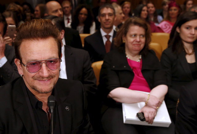 The woman behind Bono is clearly on board with the plan.