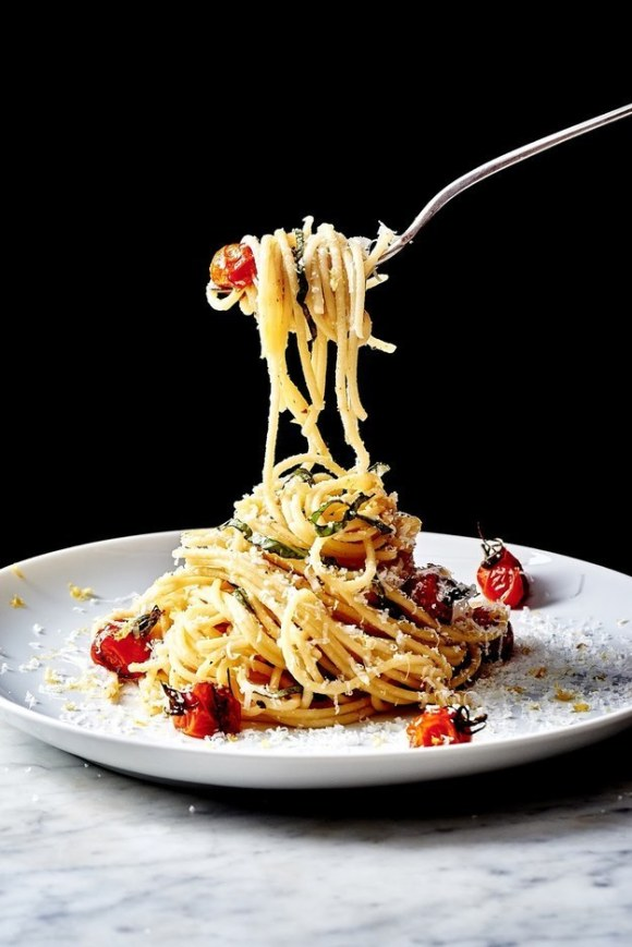 Lemon Spaghetti with Basil and Blistered Cherry Tomatoes