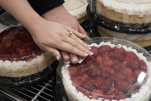 The couple hit up the Saint Louis Park, Minnesota, Costco location on April 25 for their engagement session, and their photos make even a discount cheesecake look romantic.