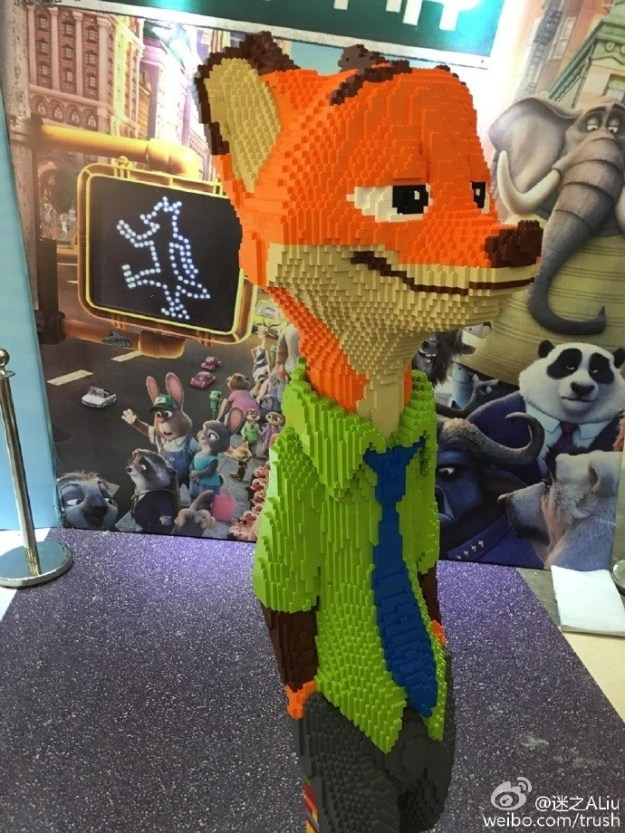 For a Lego expo in Ningbo City, he sculpted Nick Wilde, the fox character from the movie Zootopia.