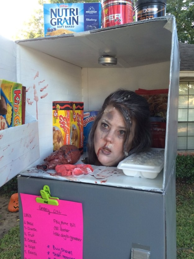 Scary costume fans everywhere, meet your Hallo-queen: Alicia Williams, a mom in Irving, Texas, who dressed up as a head in a freezer.