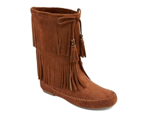 Pull on these everyday fringe moccasin boots that are a convincing dupe for pricier Minnetonkas.