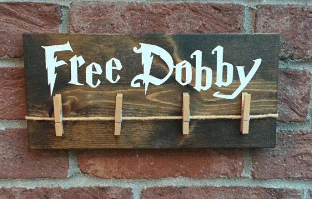A szabad Dobby jele, hogy egy menedéket a hiányzó zokni és potenciálisan szabad a környéken házimanó.