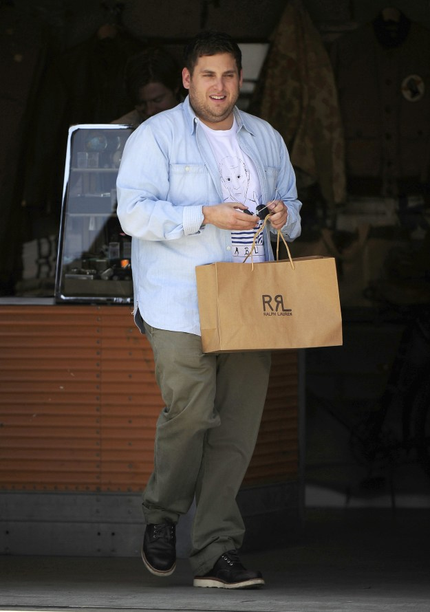 I was on the internet today looking at pictures of Jonah Hill because that is apparently where my life is at when I noticed something special. No, it wasn't his smile or strut, but it was the way he holds bags.