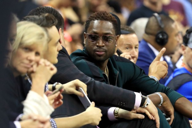 Last night, Dwyane Wade sported a new look at game four of the NBA Finals — including dyed blonde hair, a green jumpsuit, and sunglasses — and people found it hilarious.