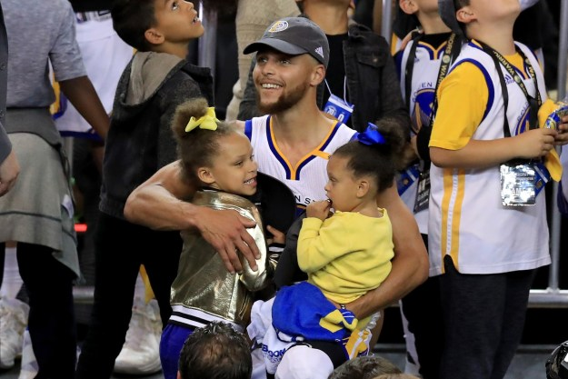 The Currys are still the cutest family in the whole wide universe.