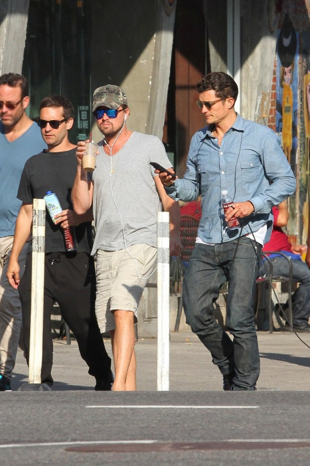 Imagine this: you're walking down the street and see not one famed, renowned guy, not two famed, renowned guys, but THREE famed, renowned guys. And not just any famed, renowned guys, but Leonardo DiCaprio, Tobey Maguire and Orlando Bloom.