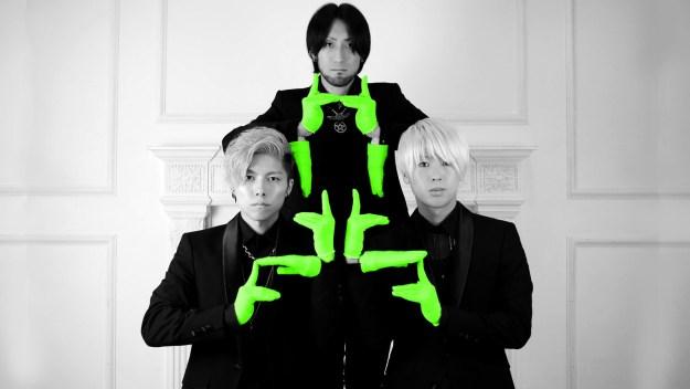 フィンガーダンスを披露しているのは、2015年2月に結成した日本のダンスグループ「XTRAP」。