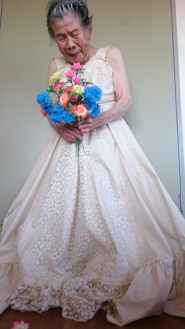 結婚式をあげていなかったおばあちゃんのため、花嫁姿をプロデュース。「すごく嬉しそうな照れた顔に私もたまらなく嬉しかったです。おじいちゃんも遠くから見てたかな」