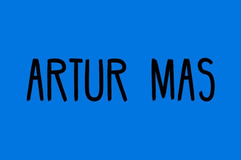 Qué decimos: 'ÁRTUR Mas'.Qué deberíamos decir: 'ARTUR Mas'. (Es decir, poner el énfasis en la segunda sílaba).