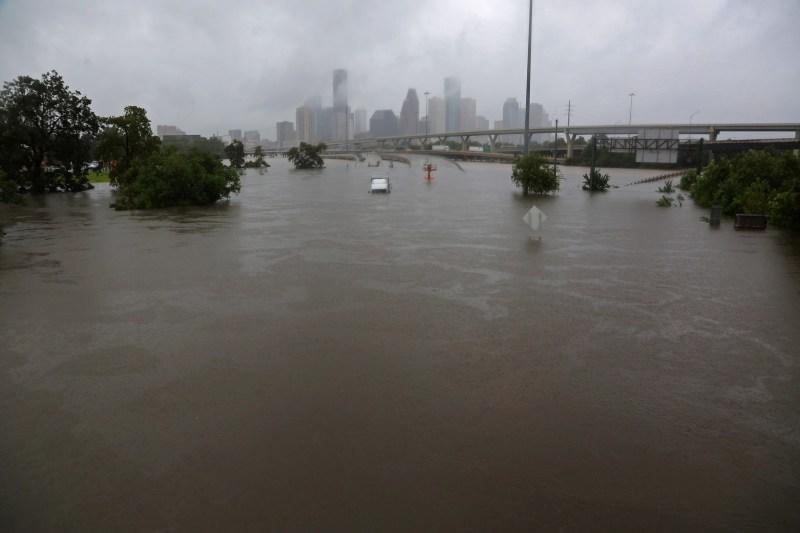 La autopista interestatal 45 sumergida por los efectos del huracán Harvey vistos durante las masivas inundaciones en Houston, Texas, Estados Unidos, el 27 de agosto de 2017.