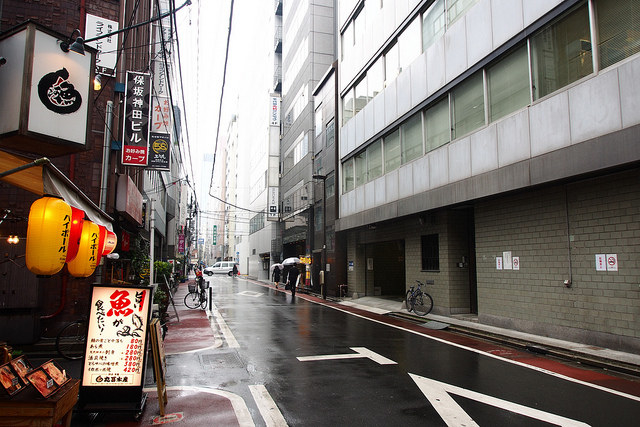 If you ever need to throw some trash away while you're outside in Japan, good luck finding a place to do it, because there are no public trash cans. The streets will mysteriously stay clean, though. Maybe people carry their trash around?