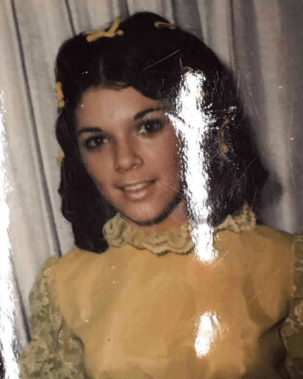 But this is really, truly, honestly NOT an old-timey photo of Kendall rocking the shit out of some yellow bows and lace — it's an adorable throwback of Kris Jenner.