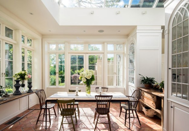 The interior was remodeled in 2012, but can't you just imagine Gatsby's butler preparing orange juice in this kitchen?!