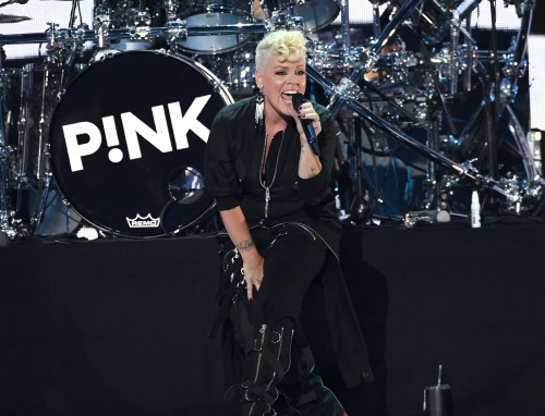 From clapping back at mommy shamers, to performing on SNL, Pink has been crushing it lately.