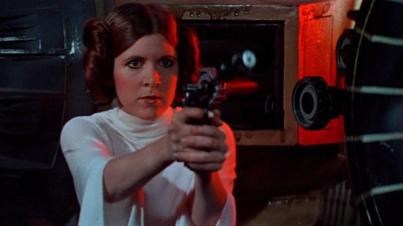 """Como assim uma princesa que não é delicada, não é ingênua e não precisa ser salva? Nos anos 70, a icônica personagem de """"Star Wars"""" foi bem revolucionária, também graças à maravilhosa Carrie Fischer."""