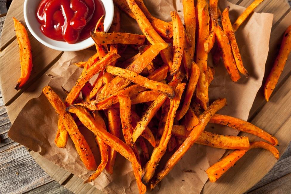 La batata, también llamado camote o papa dulce, tiene menos calorías y... al horno sabe como un pedacito de cielo.