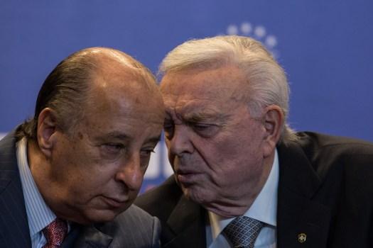 O presidente da CBF, Marco Polo Del Nero, e o ex-presidente da entidade, José Maria Marin. Ambos teriam participado de um jantar em Buenos Aires, em 2012, para acertar propina paga pela Globo.