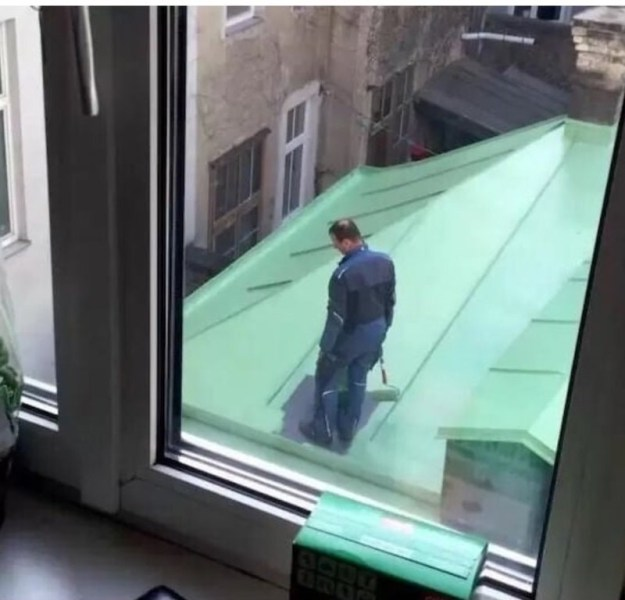 This painter who didn't think his project through: