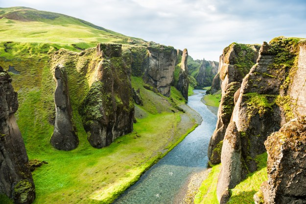 18. Der mächtige Fjaðrárgljúfur Canyon in Island: