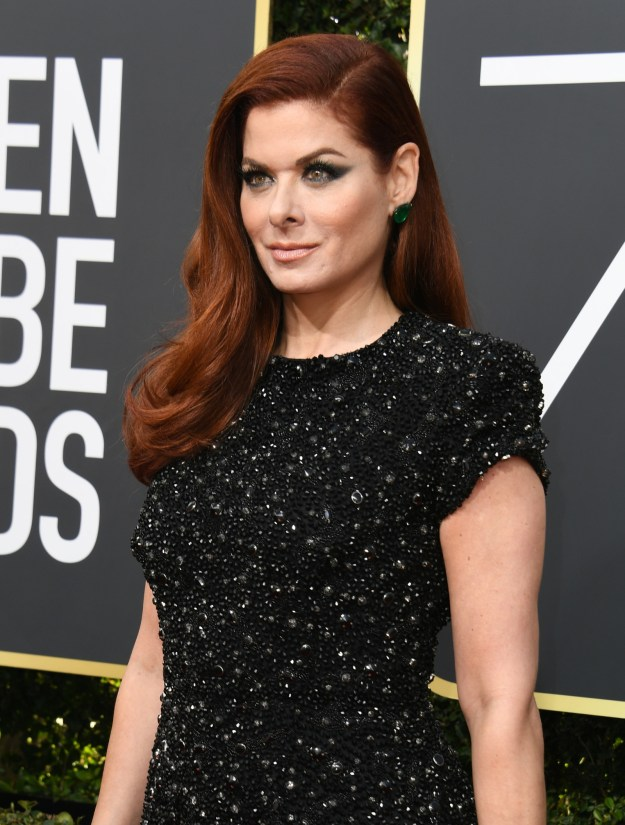 Like many of tonight's nominees and guests, Debra Messing just arrived at the Golden Globe Awards in all black to support the Time's Up initiative and the #MeToo movement.