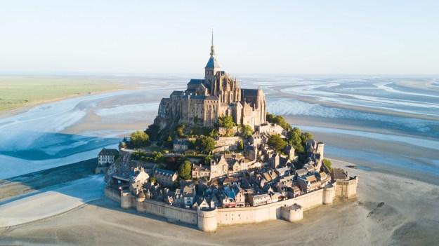 2. Die in der Normandie thronende Abtei-Insel Mont Saint-Michel: