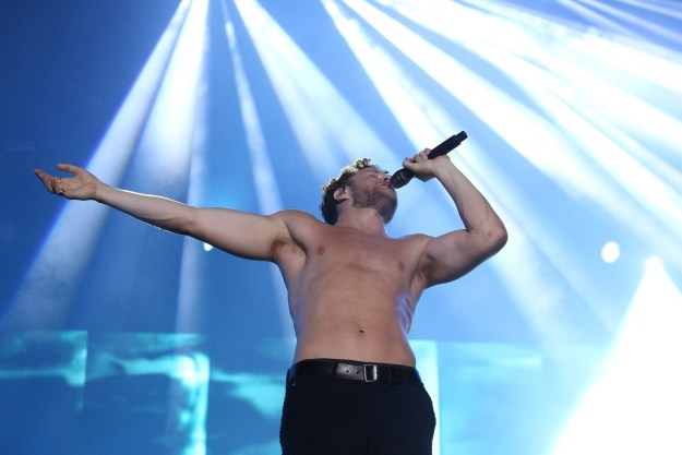 Lol, you get the point, but I am just proving a point with more pictures of this guy, WHO HAS A NAME, it's Dan Reynolds: