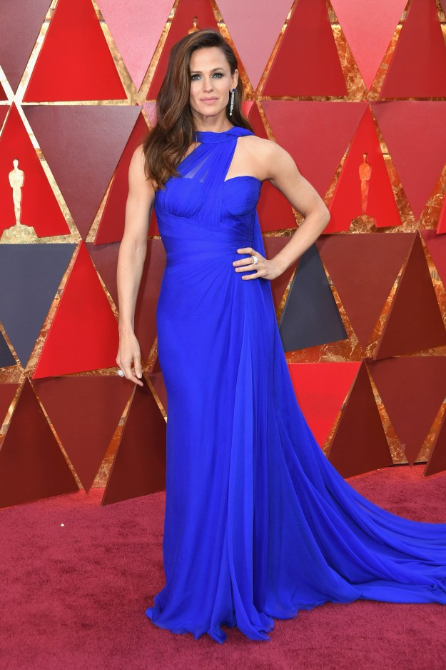 Jennifer Garner attended the Oscars Sunday night and looked absolutely flawless.