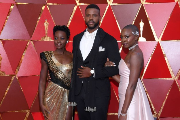When she completely SLAYED on the Oscars red carpet with her fellow Black Panther cast members: