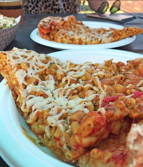 This deep dish mac 'n' cheese pizza: