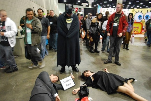 """This couple who ran up to different Batmans at Comic Con, yelled """"SON!!!"""", and then fell to the floor."""