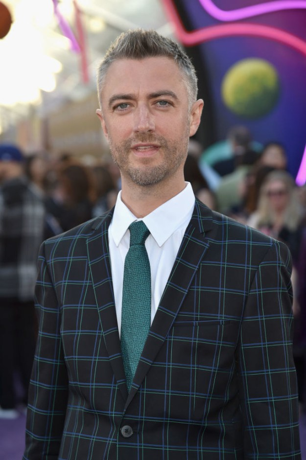 Then, not even a full year later, he showed up to the Guardians Of The Galaxy Vol. 2 premiere IN FULL SILVER FOX MODE: