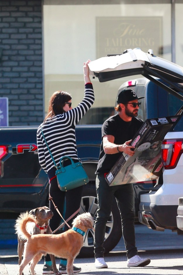 Attention K-Mart shoppers!!!! I'd like to bring everyone's attention to Zac Efron. Not the fact that he's loading something in his trunk with his rumored new girlfriend Alexandra Daddario. I don't care about that.
