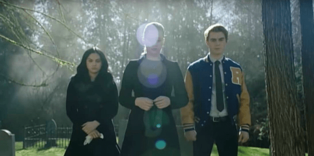 So, the show really wants us to think Jughead is dead and teased us with a funeral scene in the promo. (Poor Fangs was sacrificed for the sake of a funeral promo fakeout!)