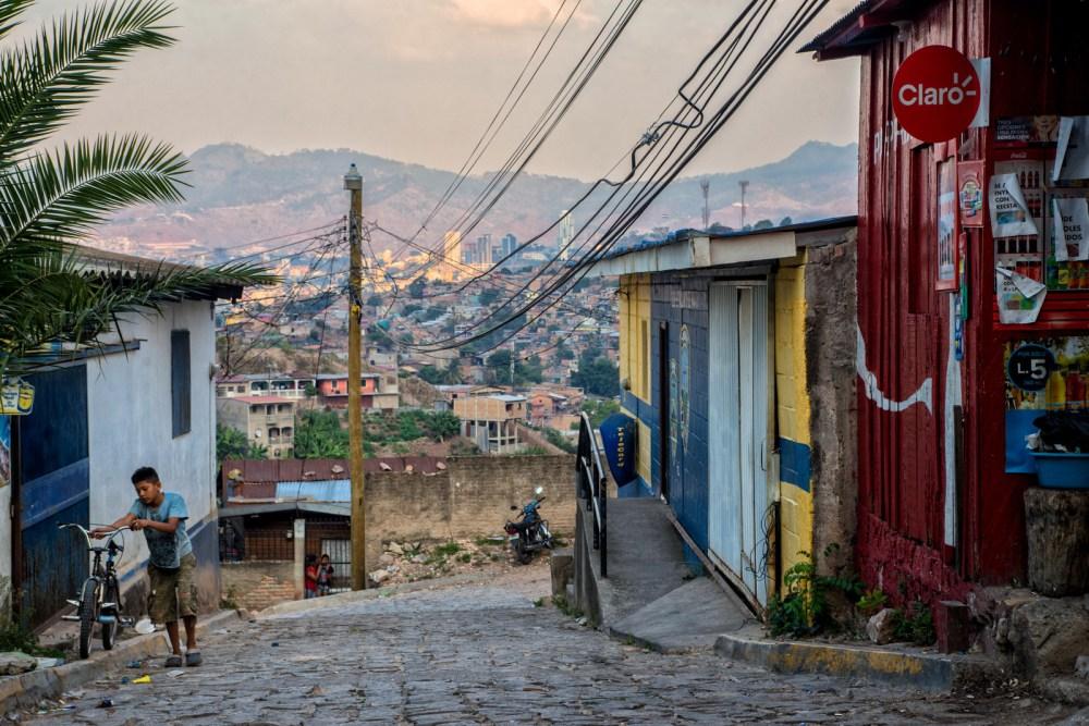Las colonias más pobres de la capital enfrentan una ola de violencia desatada por las pandillas.