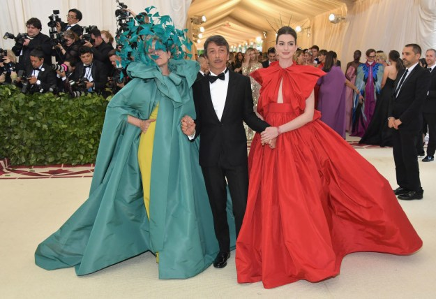 """ANNE HATHAWAY IS LIKE, """"YESSSS, MAMA FRANCES."""""""