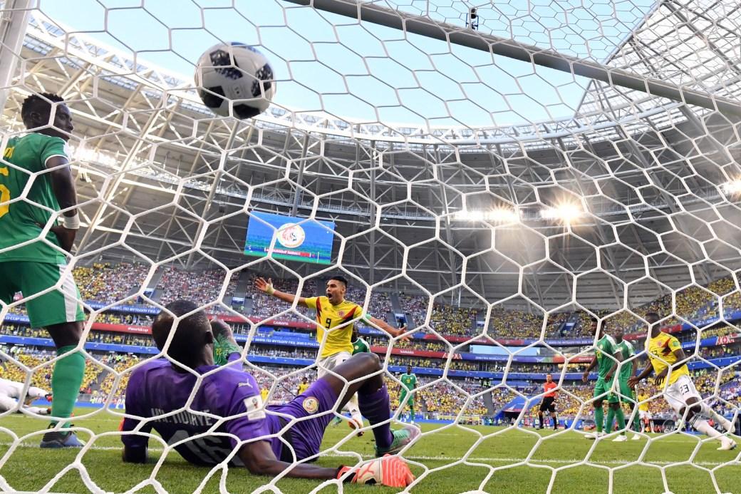 O camisa 9 da Colômbia, Falcão García, sai para comemorar após marcar contra o Senegal, na fase de grupos.