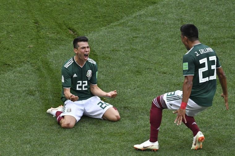 Lozano, do México, comemora o único gol da partida contra a Alemanha, na 1ª rodada.